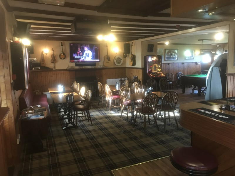 Bar for Music, TV and Pool ay Halladale Inn